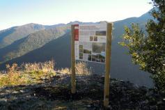 Panel informativo en la Sierra de los Ancares