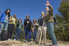 Un grupo de periodistas durante la visita a las acciones del LIFE+Urogallo cantábrico en Picos de Europa